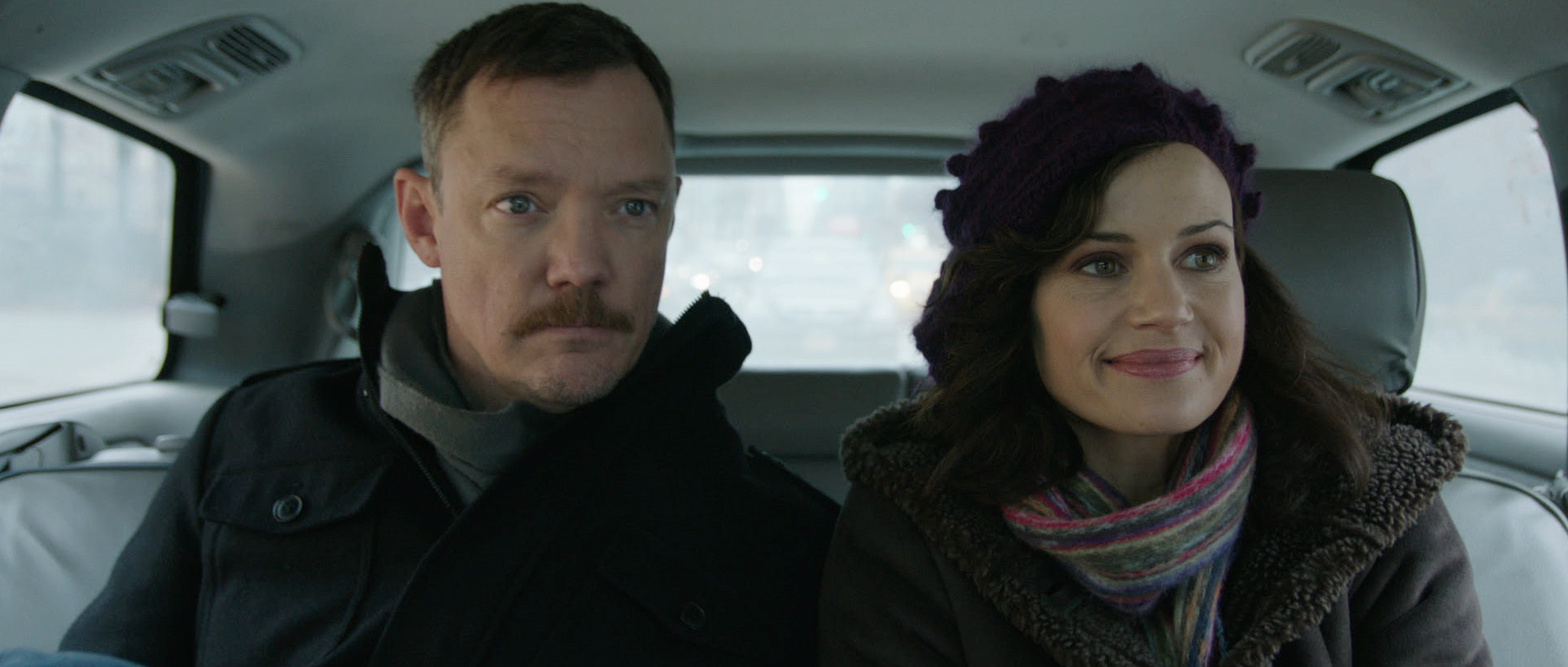 Matthew Lillard and Carla Gugino in Match