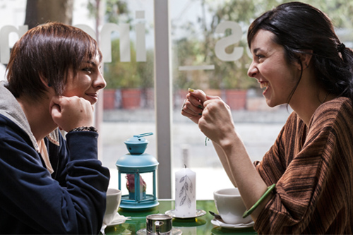 Samanta Caicedo (left) and María Juliana Rángel (right) star as Sara and Andrea respectively